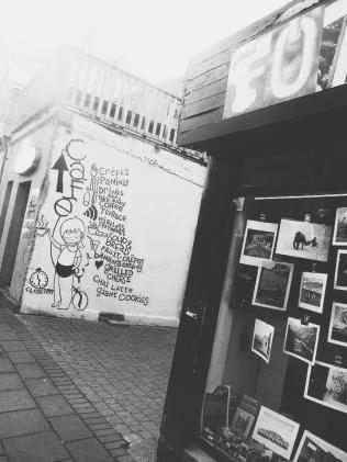 café street art.
